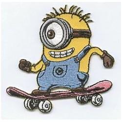 Minion Einauge mit Skateboard